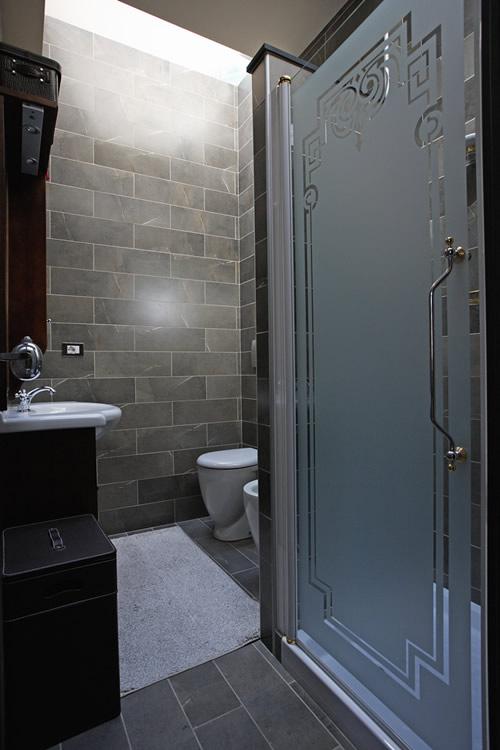 Top il bagno rivestito a tutta altezza con due grandi - Altezza mattonelle bagno ...